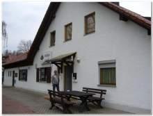 Das Klubhaus mit dem Wirt Joszef